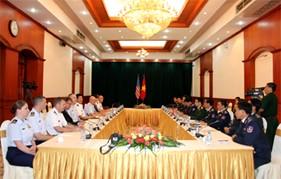 Tư lệnh Lực lượng Phòng vệ biển Hoa Kỳ đến thăm và làm việc với Lực lượng Cảnh sát biển Việt Nam