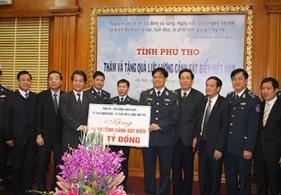 Đoàn cán bộ tỉnh Phú Thọ thăm và tặng quà Bộ tư lệnh Cảnh sát biển