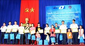 """Học bổng """"VNPT - Chắp cánh tài năng Việt"""" đến với con em cán bộ chiến sĩ Vùng CSB 2"""