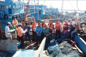 """Đẩy mạnh  công tác dân vận, xây dựng """"Thế trận lòng dân"""" vững chắc trên biển, đảo"""