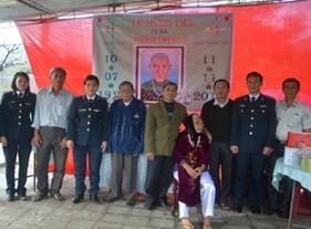 BTL Vùng Cảnh sát biển 2 thăm, chúc mừng, tặng quà Mẹ Việt Nam anh hùng