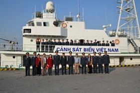 Đoàn cán bộ lãnh đạo tỉnh Sơn La đến thăm và tặng quà BTL Vùng Cảnh sát biển 1