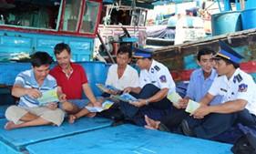 Vùng Cảnh sát biển 3 Tuyên truyền phổ biến pháp luật cho ngư dân