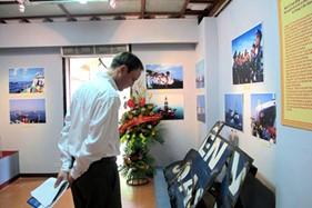 """Triển lãm """"Hoàng Sa, Trường Sa - Chủ quyền Việt Nam"""" trưng bày vỏ tàu Cảnh sát biển Việt Nam bị Trung Quốc đâm rách"""