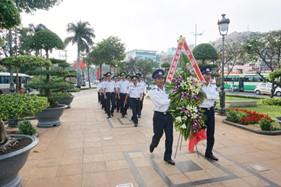 Đoàn cán bộ, chiến sĩ BTL Vùng Cảnh sát biển 3 viếng tượng đài Quốc công tiết chế Hưng Đạo Vương -Trần Quốc Tuấn và tượng đài liệt sĩ TP. Vũng Tàu