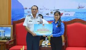 Tỉnh Đoàn Bình Dương trao tặng 300 triệu đồng ủng hộ BTL Vùng Cảnh sát biển 2 xây dựng công trình thanh niên