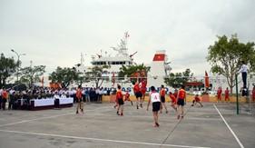 Cảnh sát biển Trung Quốc thi đấu giao hữu thể thao với Cảnh sát biển Việt Nam