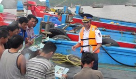Cụm Trinh Sát số 1 tuyên truyền biển, đảo và pháp luật cho nhân dân
