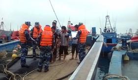 BTL Vùng CSB 1 truyên truyền pháp luật cho ngư dân tại khu vực đảo Bạch Long Vĩ