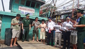 BTL Vùng Cảnh sát biển 1 phối hợp tổ chức tốt công tác tuyên truyền cho nhân dân huyện đảo Vân Đồn