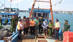 Cụm ĐNPCTP ma túy số 3 tuyên truyền Pháp luật phòng chống ma túy cho bà con ngư dân
