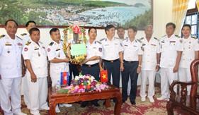 Đoàn cán bộ Căn cứ biển Hải quân Hoàng gia, Cục Cảnh sát biển Campuchia thăm, chúc tết BTL Vùng Cảnh sát biển 4