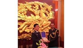 Thủ trưởng Bộ Tư lệnh Cảnh sát biển làm việc với Tùy viên Quốc phòng Ấn Độ