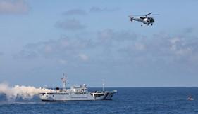Diễn tập tìm kiếm cứu nạn và phòng chống cháy nổ giữa BTL Vùng CSB 2 với tàu Samrat - Ấn Độ.