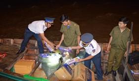 BTL Vùng Cảnh sát biển 4: Phối hợp bắt giữ tàu vận chuyển 6.000 bao thuốc lá lậu
