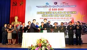 Cảnh sát biển Việt Nam tiếp nhận xuồng tuần tra cao tốc từ nguồn đóng góp của phụ nữ cả nước