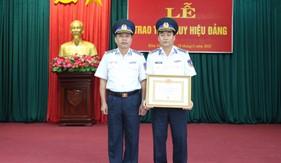 Đảng ủy Vùng CSB 4 trao tặng Huy hiệu 30 năm tuổi Đảng