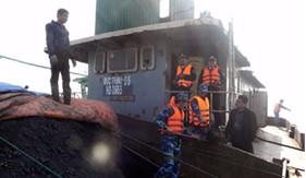 Cụm trinh sát số 1 BTL Cảnh sát biển bắt giữ tàu vận chuyển than cám bất hợp pháp