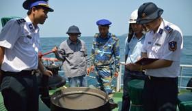 Cảnh sát biển Việt Nam bắt giữ tàu vận chuyển trái phép 611.000 lít dầu