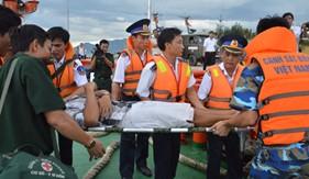 Các biện pháp của tàu cứu nạn đối với những người bị nạn đang ở dưới nước