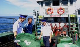 Lực lượng trinh sát Cảnh sát biển bắt giữ tàu vận chuyển hơn 100.000 lít dầu DO không rõ nguồn gốc