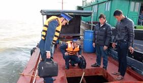 BTL Vùng Cảnh sát biển 1 bắt giữ tàu dầu vi phạm