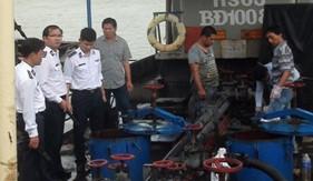 BTL Vùng Cảnh sát biển 2 phối hợp với Hải quan tỉnh Bình Định bắt giữ tàu buôn bán trái phép dầu