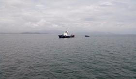 Bàn giao tàu cá PY96182-TS bị nạn trên đường trở về đất liền tránh bão số 4