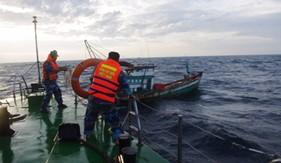 BTL Vùng Cảnh sát biển 4 cứu nạn tàu cá trên vùng biển Kiên Giang