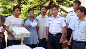 Trạm Cảnh sát biển Bạch Long Vĩ giúp đỡ ngư dân bị nạn trên biển