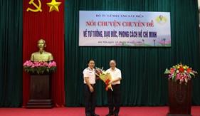 Giáo sư, Tiến sĩ Triết học Hoàng Chí Bảo nói chuyện về tư tưởng, đạo đức phong cách Hồ Chí Minh với cán bộ, chiến sĩ Bộ Tư lệnh Cảnh sát biển