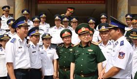 Bộ trưởng Bộ Quốc phòng thăm và kiểm tra tại BTL Vùng Cảnh sát biển 1
