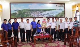 """Đoàn công tác của TP. Hồ Chí Minh và tỉnh Kiên Giang thăm và tặng quà BTL Vùng Cảnh sát biển 4 và tổ chức các hoạt động tình nguyện """"Mùa hè xanh 2016"""" tại đảo Thổ Châu"""