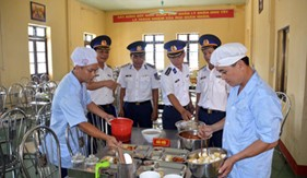 """BTL Vùng Cảnh sát biển 1 tổ chức thi """"Nhà ăn - nhà bếp chính quy, an toàn, chất lượng"""" năm 2016"""
