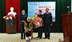 BTL Vùng Cảnh sát biển 2 thăm, tặng quà và chúc Tết nhân dân trên địa bàn đóng quân