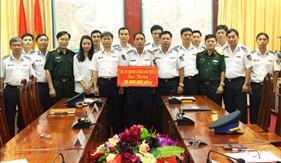 Thưởng nóng cho BTL Vùng CSB 4 vì thành tích xuất sắc trong đấu tranh chống buôn lậu, gian lận thương mại