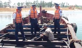 Vùng CSB 2 bắt giữ tàu chở dầu không có giấy tờ hợp pháp