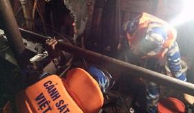 Tàu CSB 3005 - BTL Vùng CSB1 cứu tàu HP 90198 gặp nạn trên biển