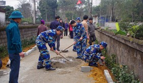 Đoàn cơ sở Hải đội 102/BTL Vùng Cảnh sát biển 1 tham gia Lễ ra quân xây dựng khu dân cư nông thôn kiểu mẫu
