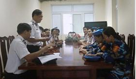 Thăm, động viên, tặng quà nữ quân nhân Cảnh sát biển tham gia diễu binh