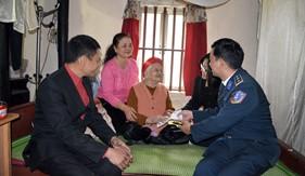 BTL Vùng Cảnh sát biển 1 thăm, chúc Tết gia đình Mẹ Việt Nam Anh hùng và gia đình chính sách tại Tp. Hải Phòng và tỉnh Hà Tĩnh