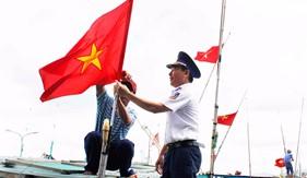 """BTL Vùng Cảnh sát biển 3 """"đồng hành cùng ngư dân"""" tỉnh Bà Rịa - Vũng Tàu"""