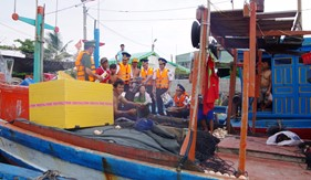 Cụm ĐN PCTP ma túy số 3 tuyên truyền pháp luật tại Cảng cá Long Hải, huyện Long Điền