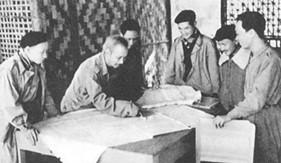 Học tập và làm theo Hồ Chí Minh về phong cách làm việc tập thể, dân chủ