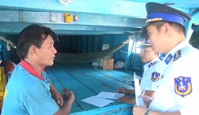 BTL Vùng Cảnh sát biển 3 bắt giữ tàu vận chuyển dầu trái phép
