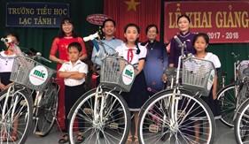 Công ty bảo hiểm MIC Bình Thuận trao tặng 15 xe đạp cho học sinh vượt khó học giỏi