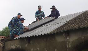 Hải đội 202 giúp dân khắc phục thiệt hại do lốc xoáy
