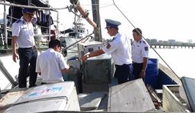 BTL Vùng Cảnh sát biển 3 bắt giữ tàu chở hàng điện tử không rõ nguồn gốc