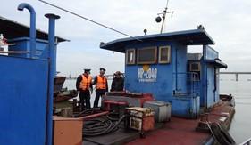 BTL Cảnh sát biển tạm giữ hai tàu dầu vi phạm