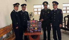 BTL Vùng Cảnh sát biển 1 phối hợp thu giữ tang vật  vụ vận chuyển pháo trên biển